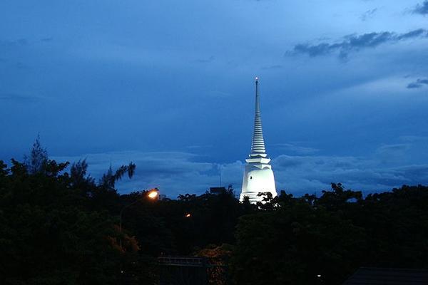 wat_prayoon_in_thon_buri_district_bangkok_thailand
